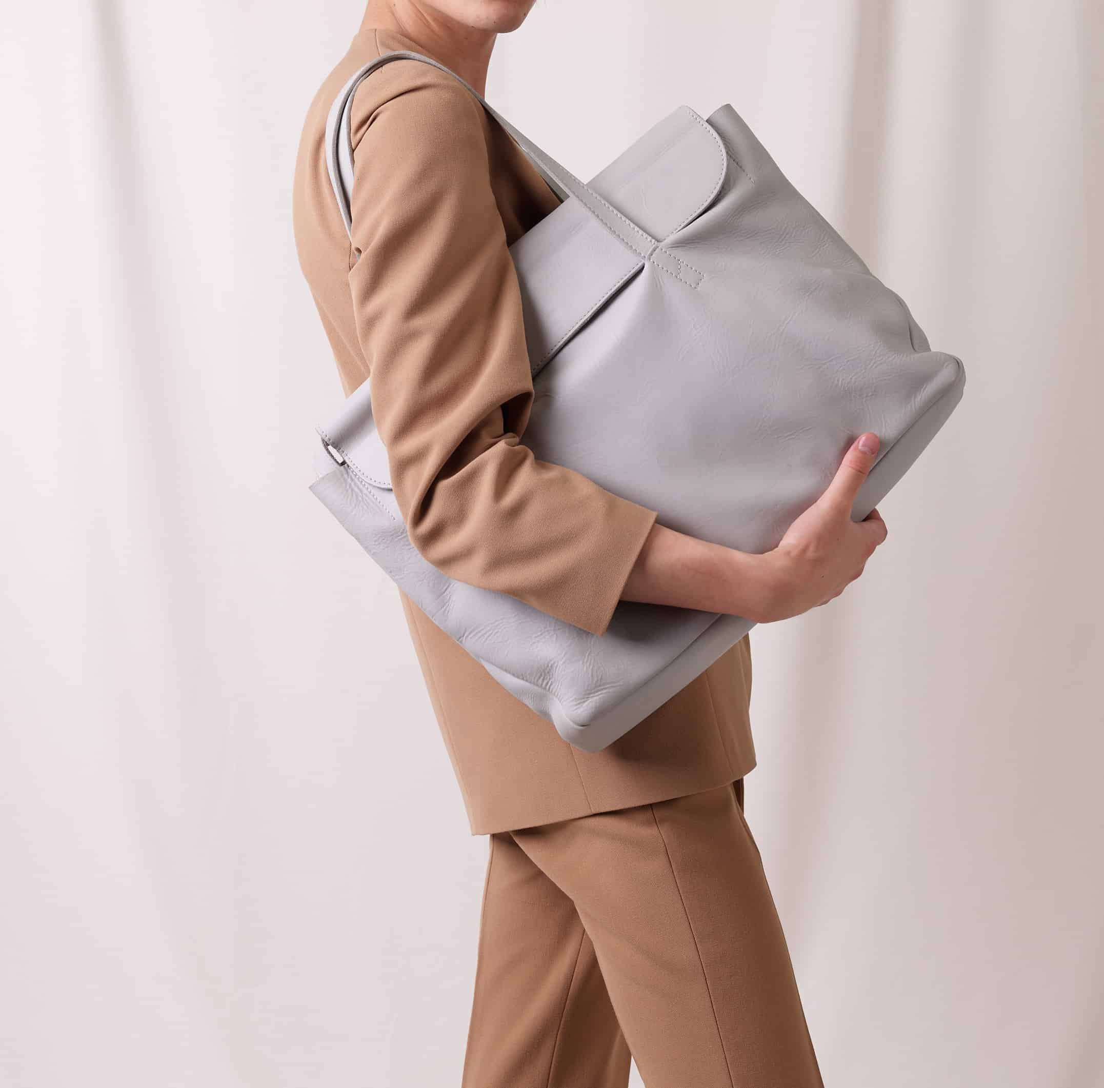 business-bag-nasire-light-grey-smooth-leather